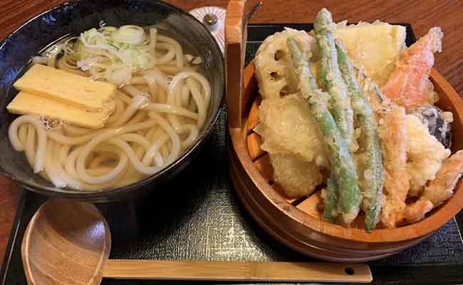 宗像大社近くの三日月庵天ぷらうどん
