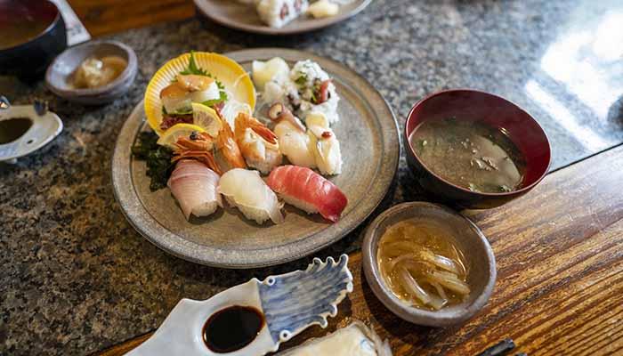達 だるま 寿司定食